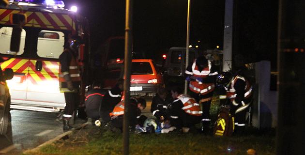 Le choc violent a occasionné de sérieuses blessures au pilote de la moto. (Photo Stéphane Gamant).