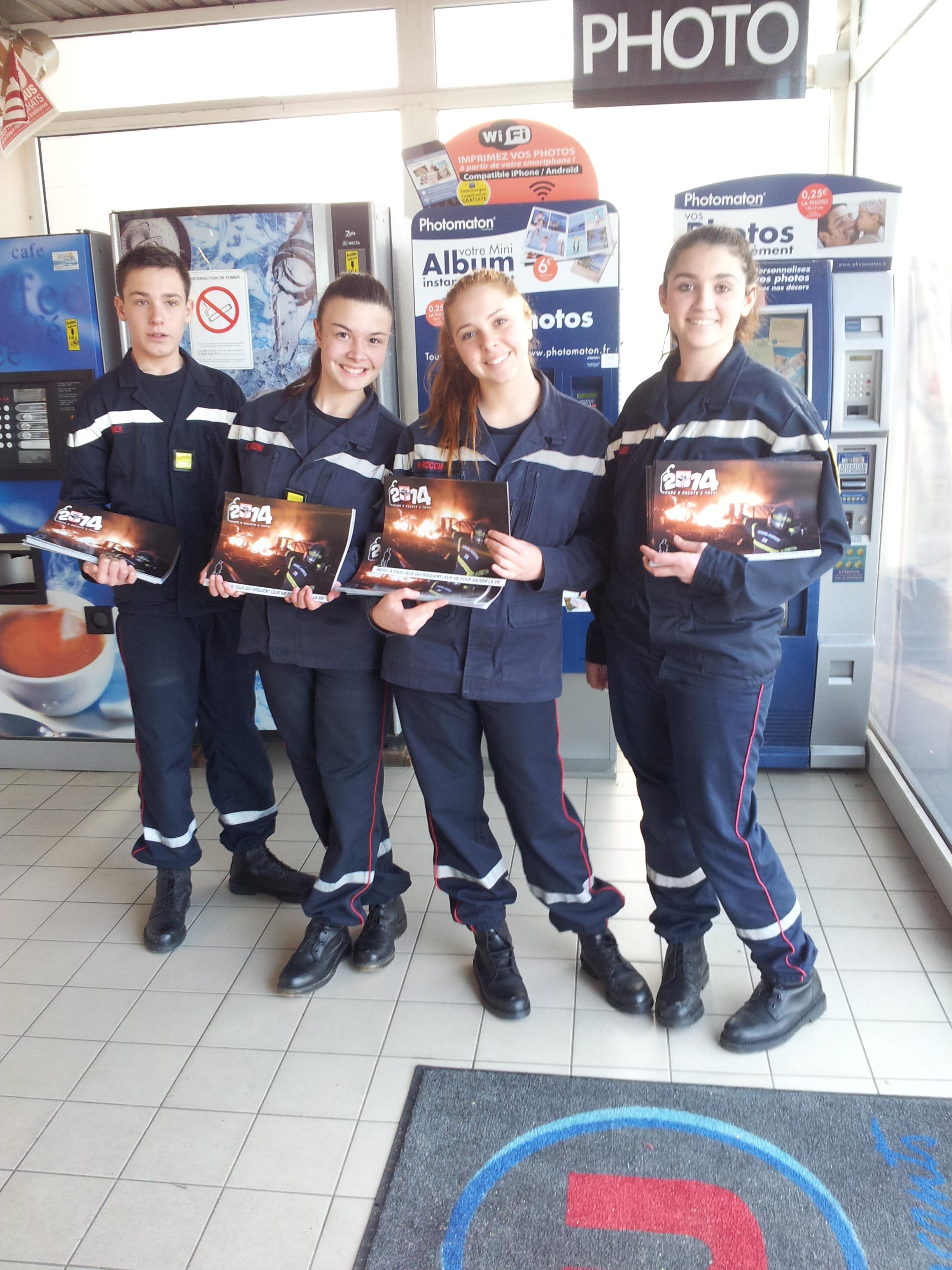 Calvi : Les jeunes pompiers ont vendu leur calendrier dans les grandes surfaces