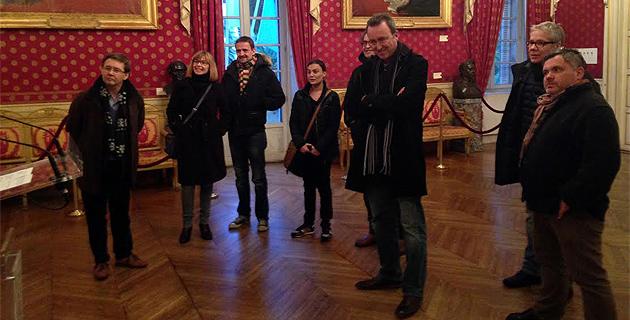Les comédiens à la Maison Carrée d'Ajaccio Les fritelle avant le dîner !