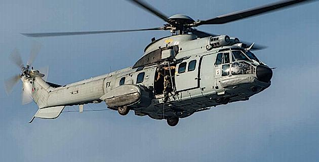 Un militaire du 2e REP évacué par le Cougar de la BA 126 de Solenzara