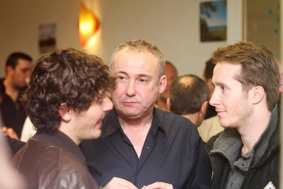 De nombreux jeunes étaient présents autour de Jean Pierre Antonelli lors de l'inauguration. (Photo Stéphane Gamant).