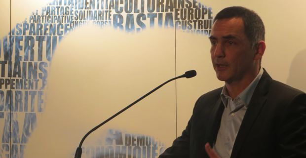 Gilles Simeoni, leader d'Inseme per Bastia, conseiller municipal, élu territorial et candidat à la mairie de Bastia pour les élections municipales de mars prochain.