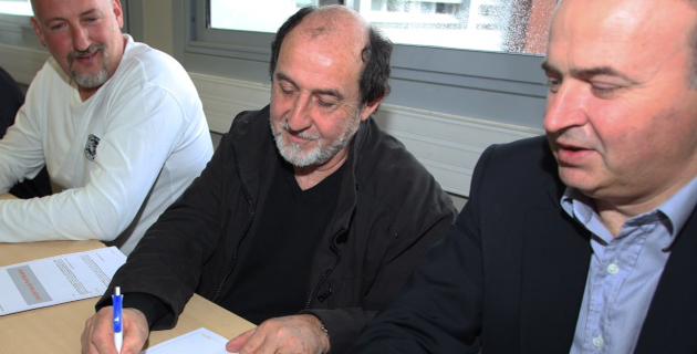 Guy Germani (à gauche), président la Capeb et Don-Marc Albertini, chef du service Territoires et Développement Durable, pour EDF ont signé la convention.