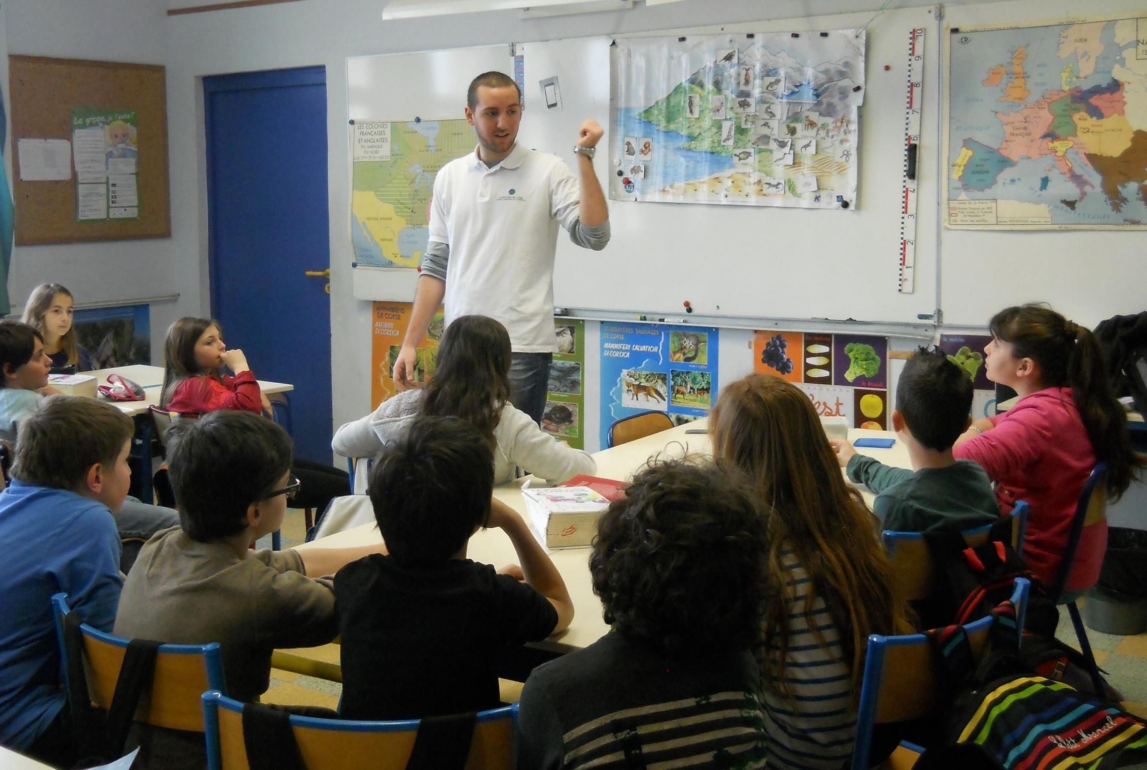 Matteu Quiricioni et les élèves de l'école Sandreschi de Corte à  l'écoute de la séance 2