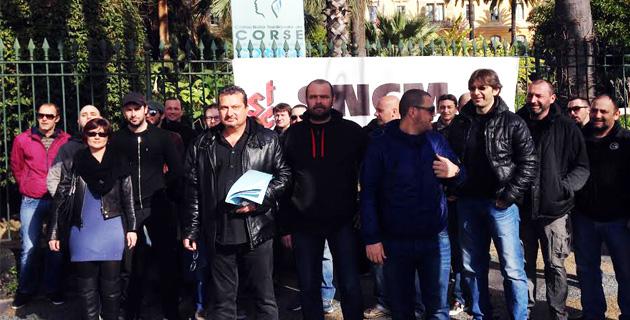 Le S.T.C Marins devant les grilles de l'Assemblée de Corse :  « Pacte Social ou pacte des loups ? »