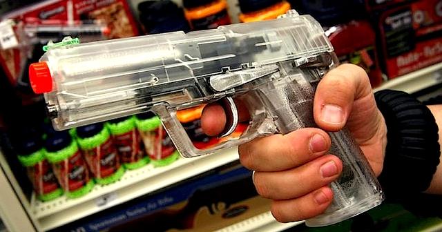 C'est avec un pistolet à billes et air comprimé de ce type que que le jeune homme a tiré sur son père. (DR)