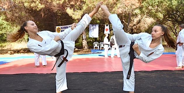 Alexandra Feracci (à droite) avec sa sœur Lætitia : Un nouveau titre