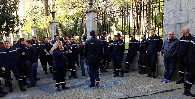 Ajaccio : Les pompiers manifestent devant la préfecture