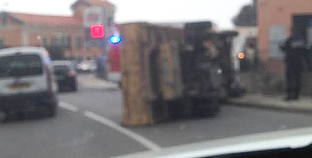 Ville-di-Pietrabugno : Un camion se couche sur la chaussée