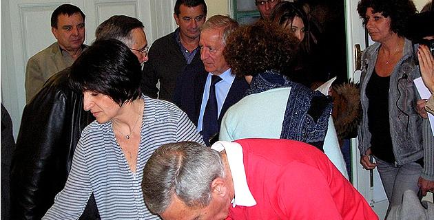 Le maire sortant d'Ajaccio Simon Renucci, lors de l'annonce des résultats du second tour dimanche soir. (Photo : Yannis-Christophe Garcia)
