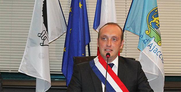 """Laurent Marcangeli a pris ses fonctions de maire d'Ajaccio :""""Nous sommes prêts à relever le défi"""""""