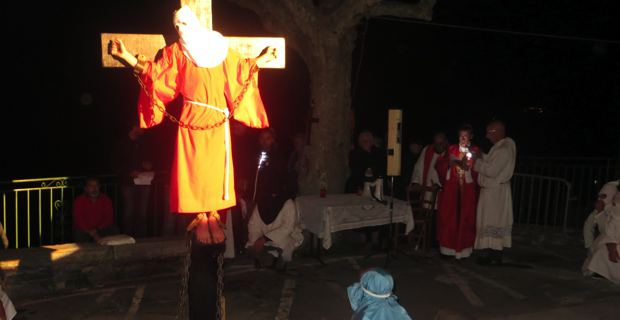 Vendredi Saint : Mgr de Germay célèbre u Catenacciu à Bisinchi