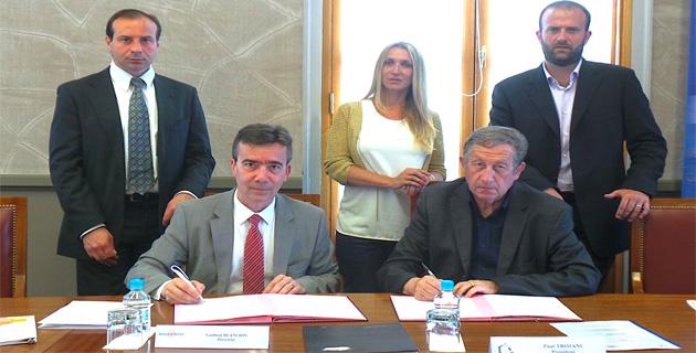 Guilhem Blanchin et Paul Trojani : une convention de 3 ans . Au second plan Olivier Garsia, Georgina Fraticelli et Christophe Graziani
