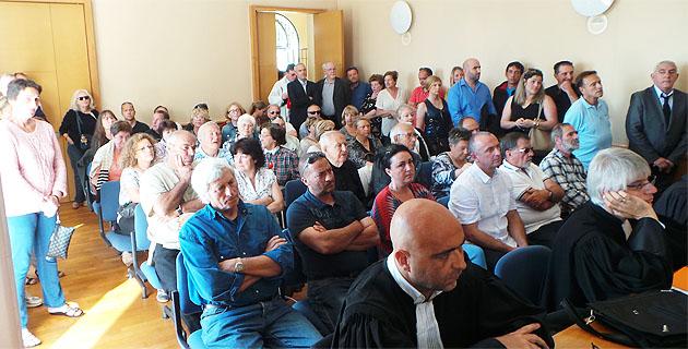 Salle comble pour cette première audience électorale qui sera suivie par beaucoup d'autres.