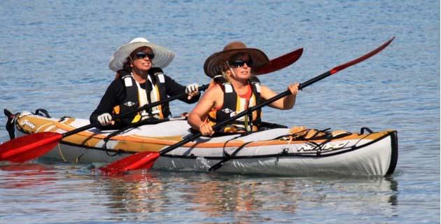 """Accueil chaleureux à Calvi pour Florence et Isabelle à bord du  « Kayak de l'espoir"""""""