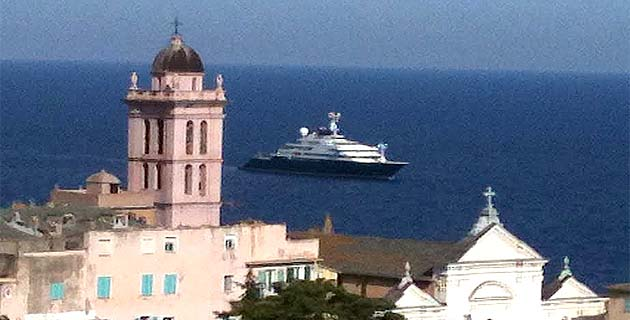 """Bastia : L'""""Octopus"""" du milliardaire américain Paul Allen mouille à Ficaghjola !"""