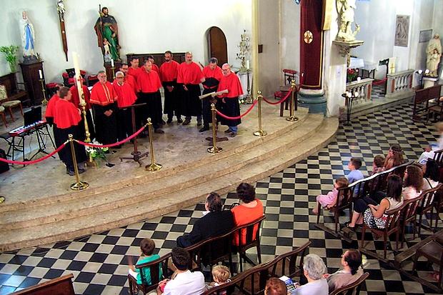La Confrérie St Jean-Baptiste mais également le groupe Spartimu et le pianiste-concertiste Jean-Marc Savelli ont offert une très belle prestation en l'église Saint Roch pour la soirée du Denier. (Photo : Yannis-Christophe Garcia)