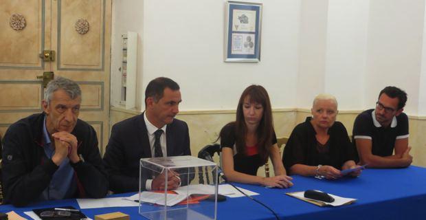 Le bureau électoral : Michel Castellani, Gilles Simeoni, Leslie Pellegri, Juliette Dominici et Julien Morganti.