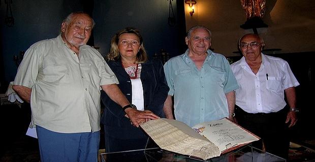 Le livre d'or des soldats Corses morts lors de la guerre de 1914/1918 a été présenté à la presse mercredi, en présence de l'Abbé Rabazzani et de la petite équipe qui a contribué au projet. (Photo : Yannis-Christophe Garcia)