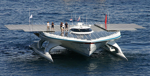 Le vaisseau à énergie Planet Solar à Ajaccio : Gérard D'Aboville en route vers la Grèce