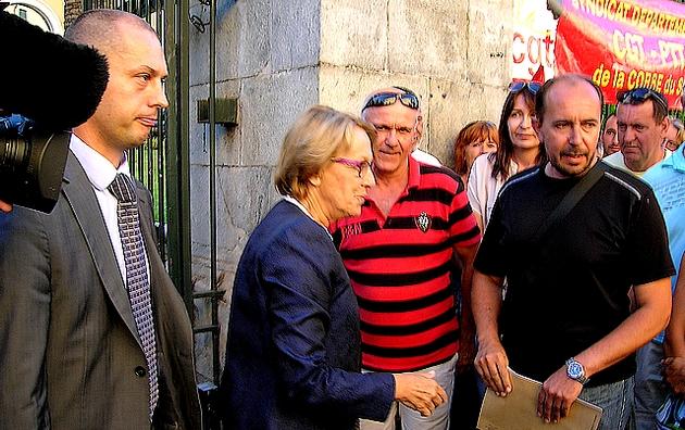 La ministre Marilyse Lebranchu a rencontré les grévistes jeudi en fin de journée à la Préfecture d'Ajaccio. Une délégation sera reçue vendredi matin afin d'approfondir les discussions. (Photo : Yannis-Christophe Garcia)