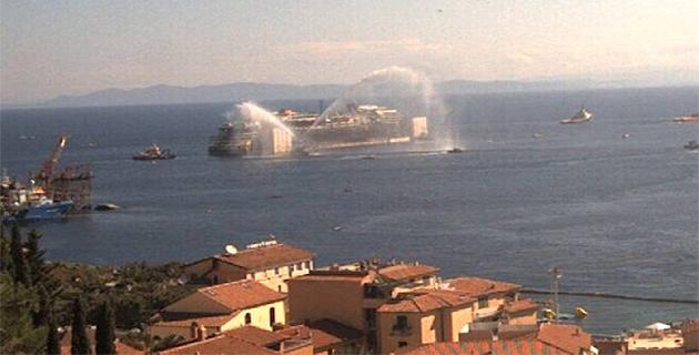 Le départ du Concordia saluée à Giglio