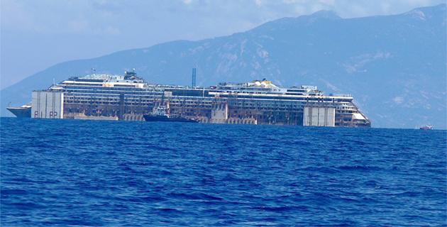 Au large de la Corse, dans le sillage du Concordia