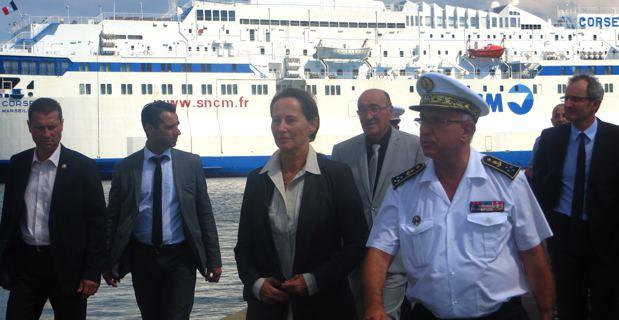 La ministre de l'écologie et de l'environnement, Ségolène Royal, sur le port de Bastia.