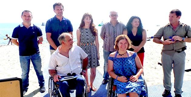 Leslie Pellegri (3ème à partir de la gauche) : Satisfaite après la visite de la délégation de Handiplage