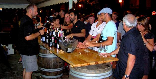 Découvertes des divers crus, conseils mais également échanges avec les vignerons autour de leur savoir-faire, étaient au programme de cette belle soirée consacrée au vignoble Ajaccien. (Photo : Yannis-Christophe Garcia)