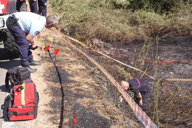 A Calenzana gendarmes et pompiers à la recherche du moindre indices sur les lieux où les incendiaires ont sévit