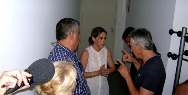 Les socioprofessionnels ont occupé les locaux de la Direccte durant une grande partie de la nuit. Ici, Daniel Felici en discussion énergique avec la directrice de la Direccte Géraldine Morillon. (Photo : Yannis-Christophe Garcia)