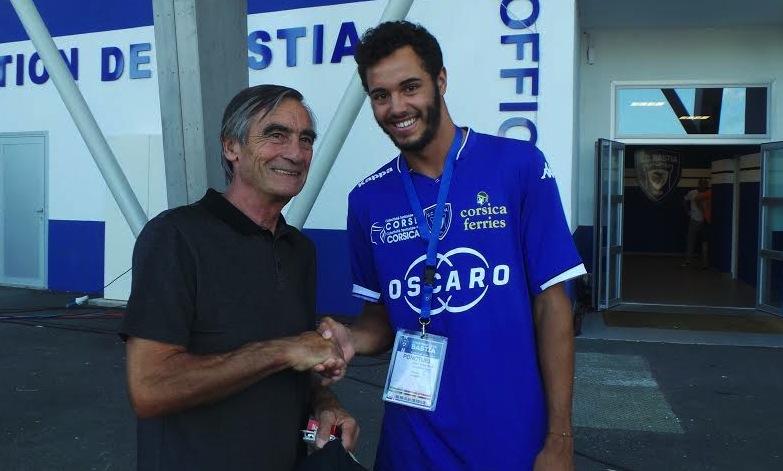 Laurent Lokoli n'a pas manqué de saluer avant le coup d'envoi, Fanfan Felix, buteur du Sporting des belles années.