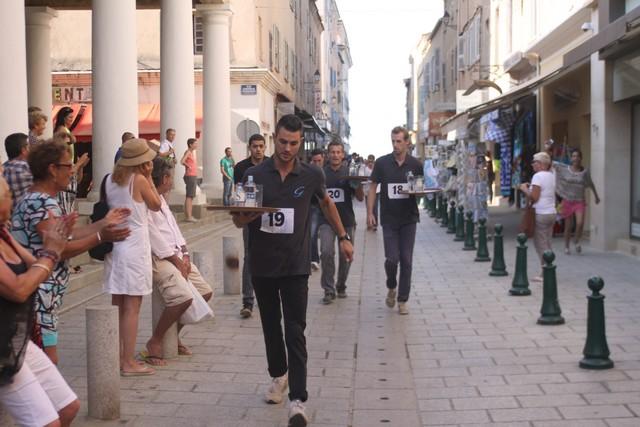 La course des garçons de café de L'Ile-Rousse à Benoît