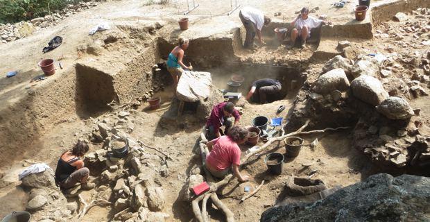 Fouilles archéologiques sur le site d'u Castellu di Sarravalle au Niolu.