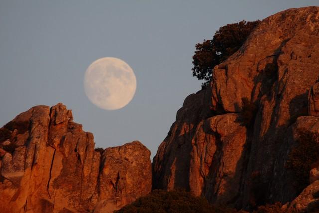 Calvi : Quand le soleil a rendez-vous avec la… lune à Notre-Dame de la Serra