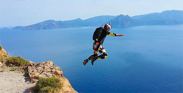 "Le ""Base jump"" de Thibaut Zevaco au Capu Rossu : Impressionnant !"