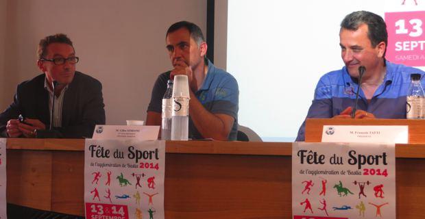 Patrick Bayeux, expert auprès des collectivités locales en matière de politique sportive, Gilles Simeoni, maire de Bastia et vice-président de la CAB en charge de la politique sportive, François Tatti, président de la CAB, lors du débat organisé sur la politique sportive.