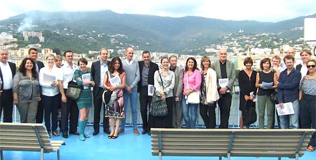 Les organisateurs et l'ensemble des partenaires sur le pont du Pascal Paoli de la SNCM (Photos AJB)