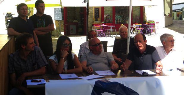 Les représentants d'U Rinnovu Naziunali autour de leur leader, Paul-Félix Benedetti.