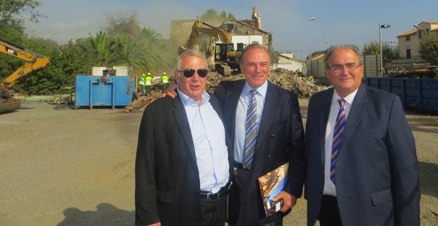 Michel Simonpietri, maire de Furiani, Sauveur Gandolfi-Scheit, député de la 1ière circonscription de Haute-Corse et maire de Biguglia, et Paul Giacobbi, député de la 2e circonscription de Haute-Corse et président du Conseil Exécutif de Corse, sur le chantier du rond-point de Casatorra.