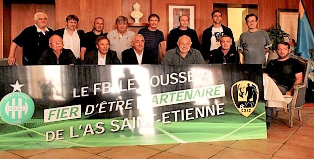 Jean-François Bernardini au second rang aux côtés de Bernard Champion lors de la signature du partenariat entre le FB Isula Rossa et l'AS Saint-Etienne