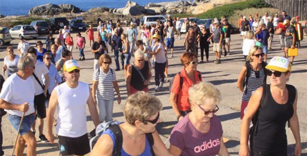 """Un immense succès pour """"La marche Bleue"""" à la Pointe de Spano - Lumio"""