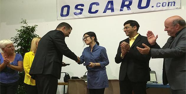 La médaille de la ville de Bastia pour les deux champions du monde : la Chinoise Hou Yifan et l'Indien Vishy Anand.
