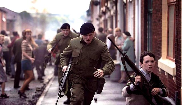 Pris pour cible avec son unité au cours d'une embuscade qui vire rapidement à l'émeute, Gary se retrouve isolé de ses compagnons, seul et pris au piège en territoire ennemi. Traqué, la lutte pour survivre va commencer. (DR)