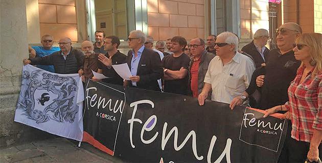 Femu à Corsica devant la mairie d'Ajaccio pour répondre aux propos du maire