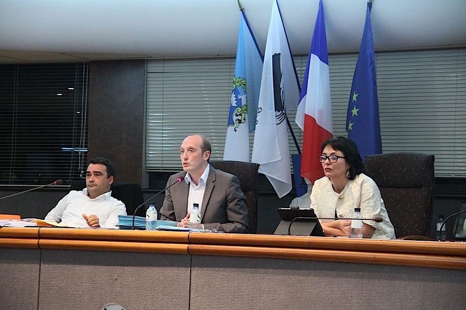 La dernière séance du conseil municipal s'achève sans l'opposition à la Maison Carrée (Photos R. Scholler)
