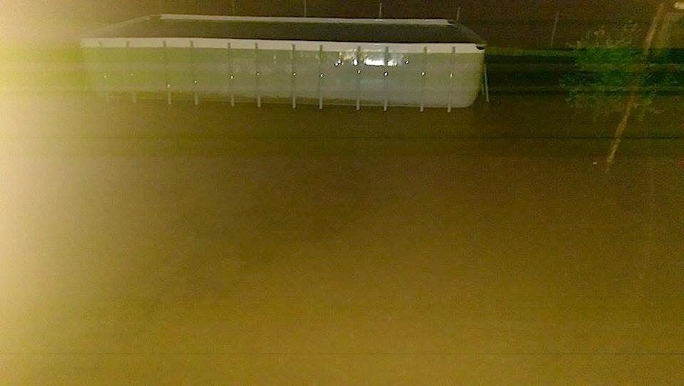 Un automobiliste emporté par les eaux récupéré sain et sauf