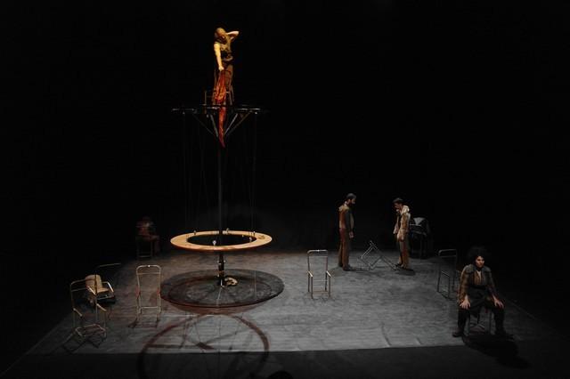 « U Svegliu Calvese » renoue  avec le théâtre en accueillant « le compagnie Acrobatica Machina » dans « l'Acide rougit le chiendent »  pour deux représentations inédites le 29 novembre à Calvi et le lendemain à Pioggiola.