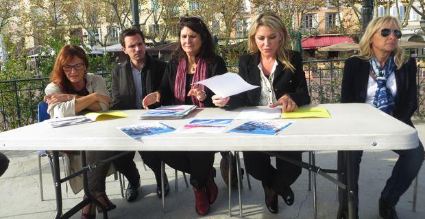 Les conseillers municipaux : Ivana Polisi, Julien Morganti, Mattea Lacave et Linda Piperi avec Marielou Albertini, artiste peintre.